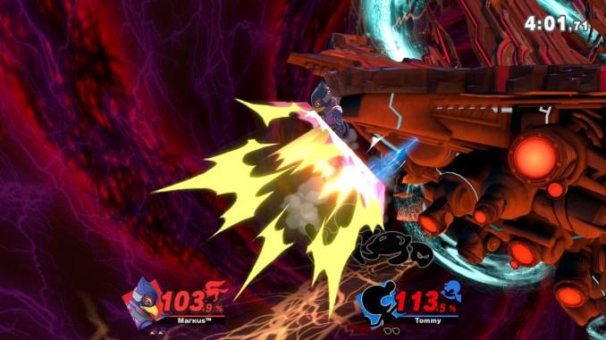Das Foto zeigt, wie Mr. Game&Watch Falco gegen die linke Seite der Stage schlägt.