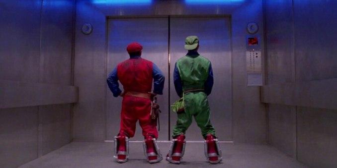 Spielfilme - Super Mario Bros. von 1993. Mario und Luigi im Fahrstuhl