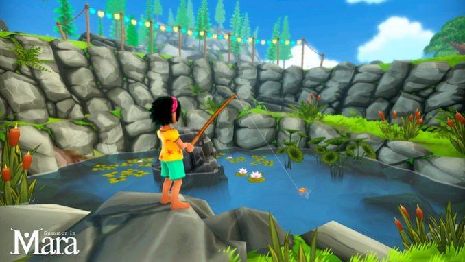 Das Bild zeigt Koa, die Protagonistin des Spieles Summer in Mara, welche in einem See angelt. Sie trägt ein gelbes T-Shirt mit Sternen und dazu eine blaue kurze Hose. Sie hat keine Schuhe an. Der See ist von einer Steinwand umgeben. Auf ihm schwimmen Seerosen.