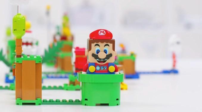 Das Bild zeigt eine Version des Lego-Mario-Sets. Seit Super Mario Bros. sind mittlerweile 35 Jahre vergangen.