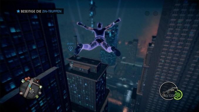 Das Bild zeigt den Spieler, wie er im Gleitflug über die Stadt Steelport fliegt..