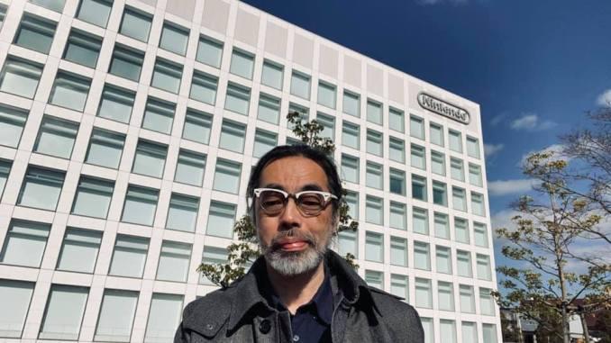 Das Bild zeigt Takaya Imamura, einen legendären Grafikdesigner, welcher seinen letzten Arbeitstag bei Nintendo nach 32 Jahren hatte.