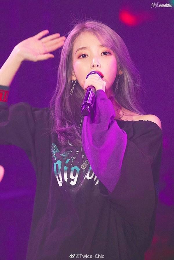 IU紫发造型