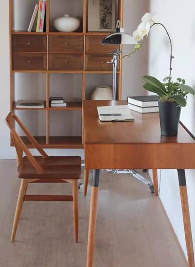 素元木作的书房,桌子椅子加柜子,统统有细脚