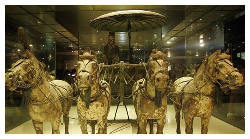 秦始皇2200年前修的路,至今不长杂草,专家:材料现代都舍不得用