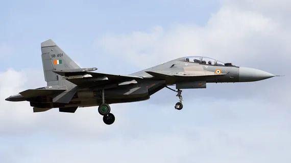 ▲资料图:苏-30MKI战斗机。据俄媒报道,印度国防部批准耗资24.3亿美元(约合人民币171.66亿元),从俄罗斯购买21架米格29战斗机和12架苏-30MKI战斗机,总共33架战机。