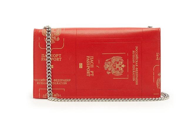 Клатч-паспорт и «седло»: 10 модных и практичных сумок на осень (фото 17)