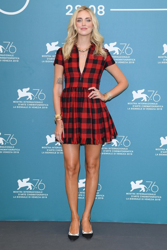 How to wear a cage: shows Chiara Ferragni in a Dior dress (photo 2)