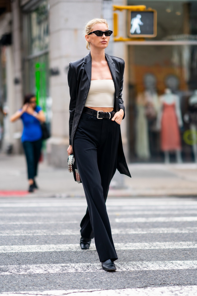 Just one thing that will make a leather jacket visually more feminine - an example of Elsa Hosk (photo 1.1)