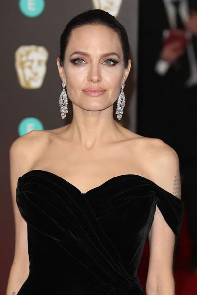 Джоли, Никсон и еще 7 звезд, которым удалили грудь ...