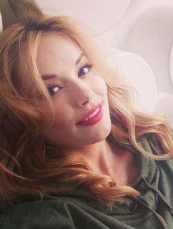Зоя Бербер учится быть мамой   StarHit.ru