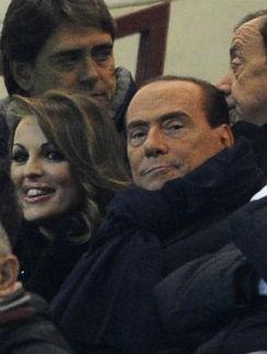Берлускони помолвлен с юной неаполитанкой | StarHit.ru