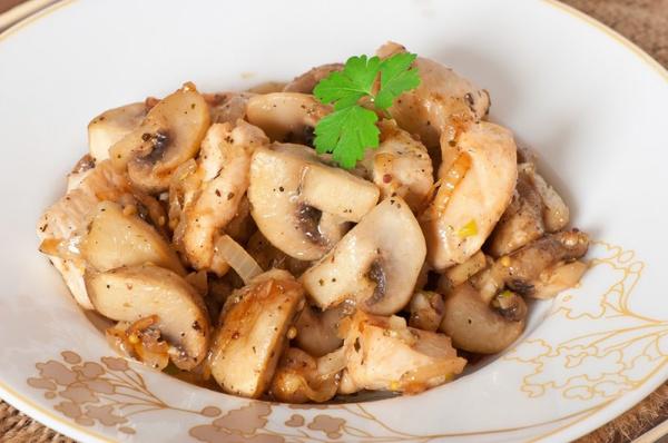 Жареные грибы с луком. Видео рецепт - Woman's Day