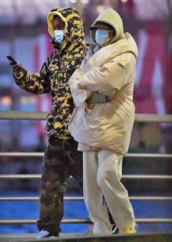 Любовь греет: Рианна и ASAP Rocky на свидании в огромных ...