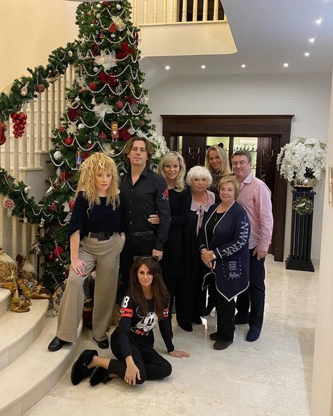 Alla Pugacheva met Christmas with the Dotsman family