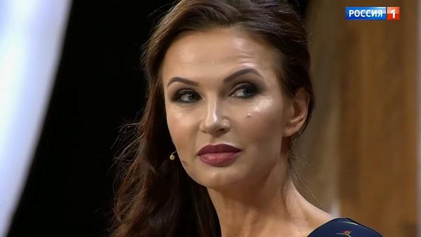 Эвелина Бледанс заявила, что продолжает общаться с мужем после развода