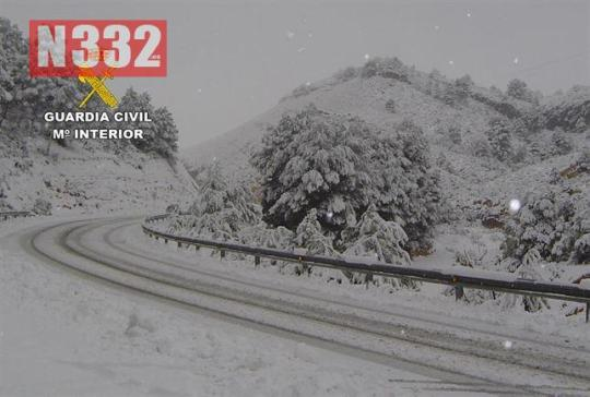 20150327 - Guardia Civil Patrol Rescue Snow