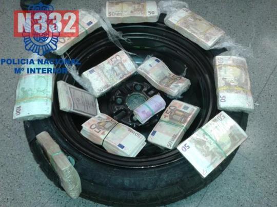 20150521 - Cash Smuggler Arrested in Barcelona 2