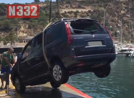 A car ran into the port of Calpe on Saturday, but nobody was inside the vehicle at the time