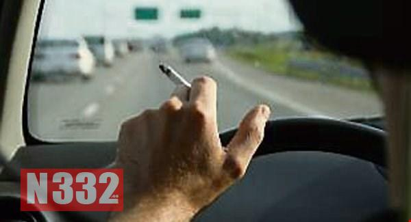 Half of Spaniards would ban smoking in cars