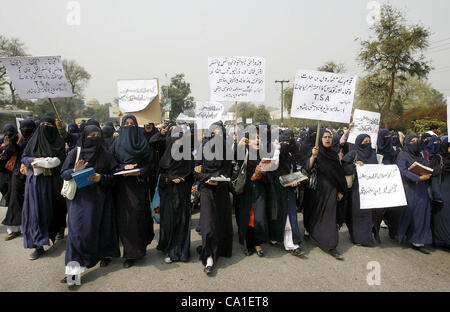 Students of Islamia College chant slogans against ...