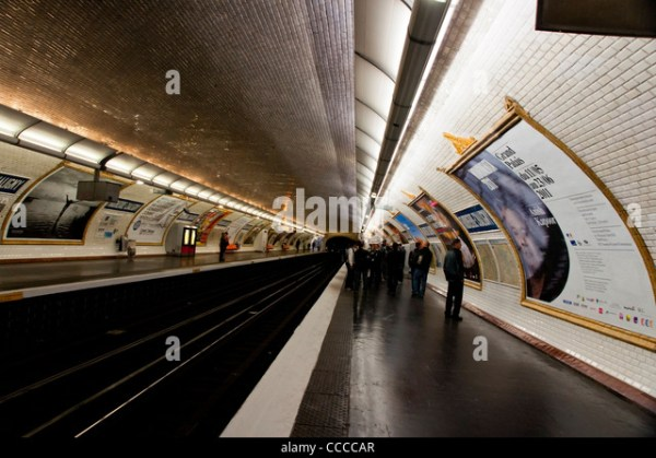 Crowded Carriage Metro Train Station Stock Photos ...