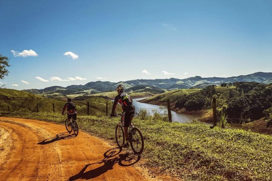 Взять в аренду велосипед и отправиться в поход на несколько дней