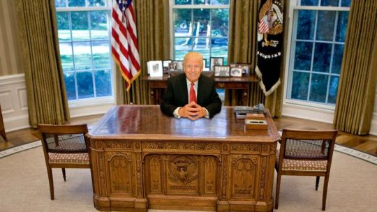 Which of These 6 Oval Office Desks Will Donald Trump Pick    realtor     Brendan Smialowski Pool Getty Images  Susan Watts NY Daily News via Getty  Images