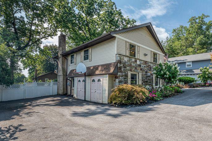 Kobe Bryant's childhood home and hoop in Wynnewood, PA