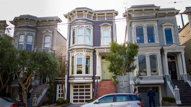 Iconic Full House Home Heads Back