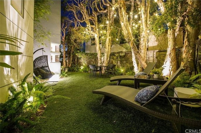 Grassy area for entertaining