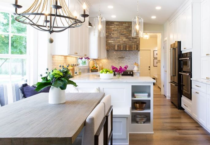 Kitchen with a peninsula dining booth