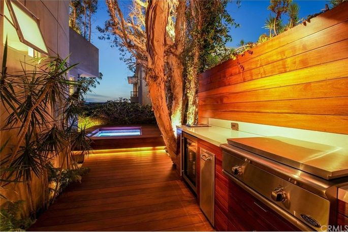 Ipe deck with barbecue and spa