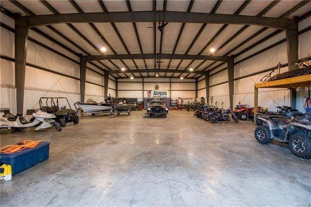 Massive working garage