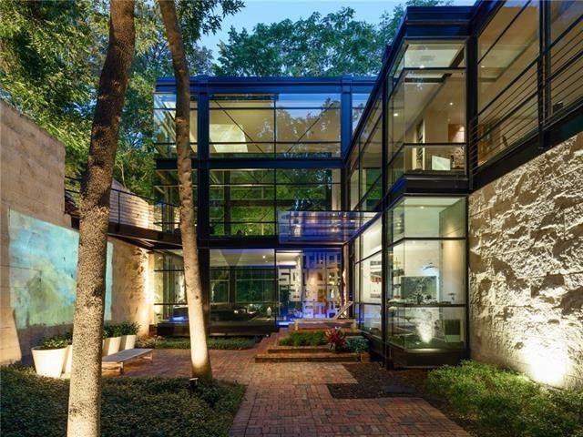 Architect, artist, and sculptor Jonathan Bailey's Dallas home