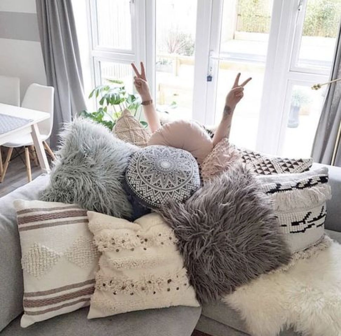 Americans are drowning in throw pillows