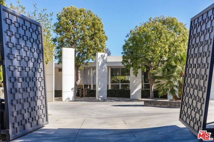 The privacy of this gated home has appealed to celebrities for decades.