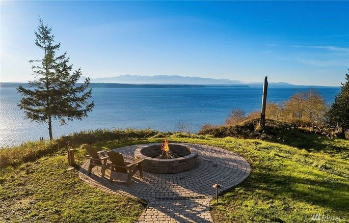 Another fire pit with water views