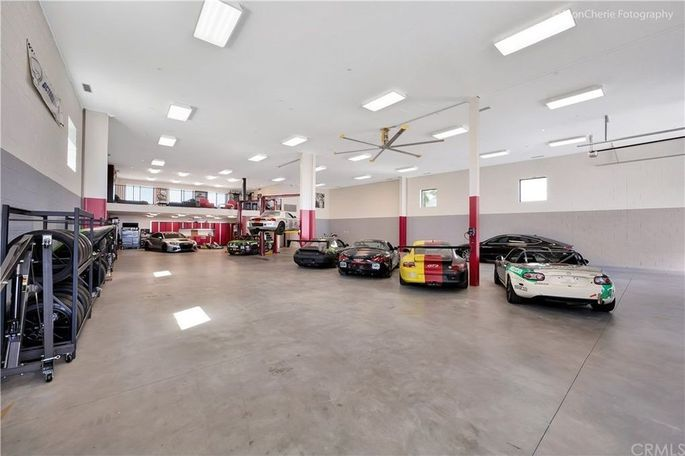Garage for up to 26 cars