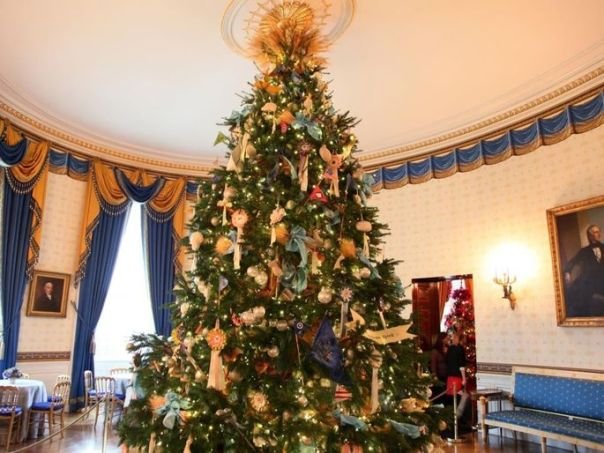 """ThisBlue Room tree featured sheaves of wheat and handmade ornaments to carry out that year's theme of """"Simple Gifts."""""""
