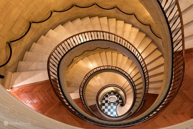 'Spectacular' staircase