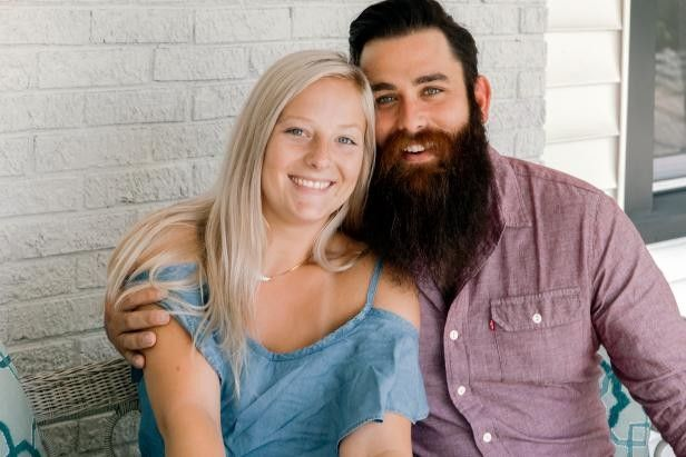 Touring guitarist Kurt and his girlfriend Emma want to move out of their one bedroom condo into a comfy home base
