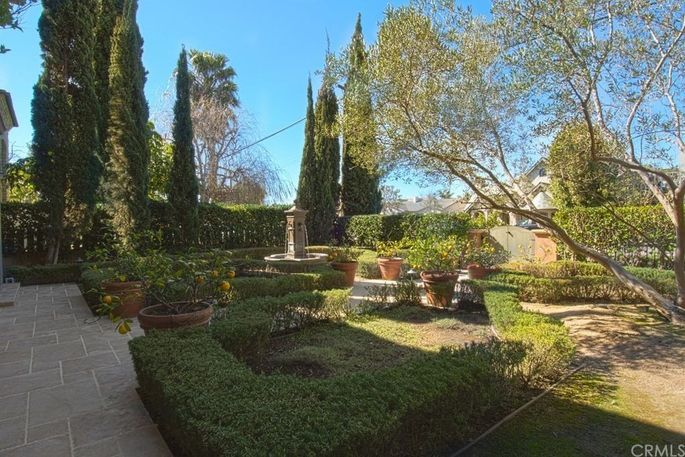 Napa Valley–inspired landscaping