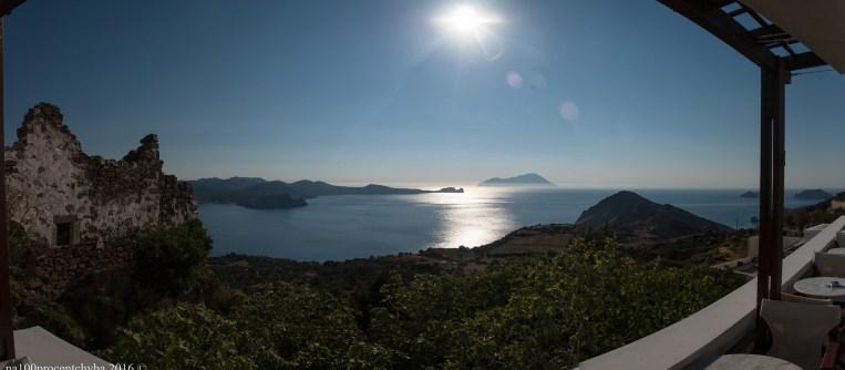 Greece-Milos-Plaka-Utopia-Cafe-panorama-10 images