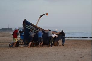 De vissers op het strand van Tagenza