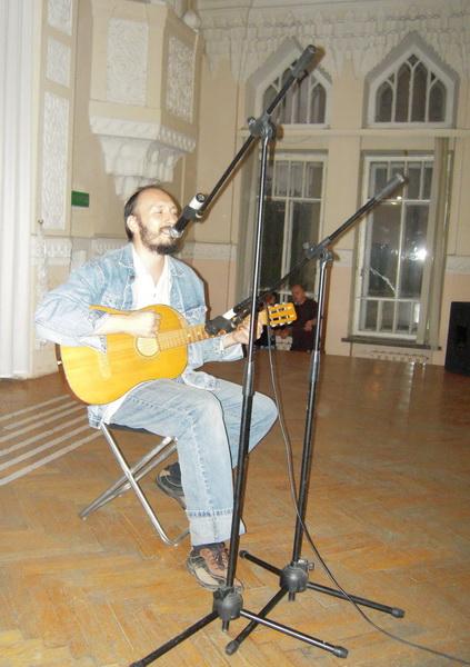 Евгений Пименов с песней про моряка