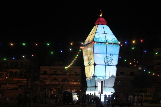 بالصور أكبر فانوس رمضاني في العالم بلبنان