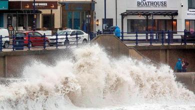 """Photo of بريطانيا: العاصفة """"دينيس"""" تتسبب في أمطار غزيرة وفيضانات"""