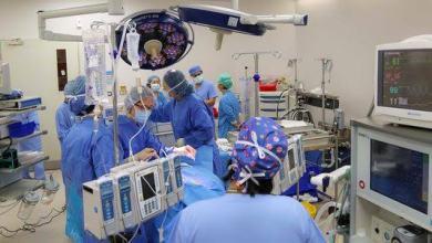 Photo of رواد جراحة القصبة الهوائية في العالم يجرون عمليات نادرة لـ14 طفلا بطنطا
