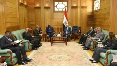 """Photo of """"العصار"""" يبحث مع رئيس أركان القوات المسلحة الكاميرونية التعاون في مجالات التصنيع العسكري"""